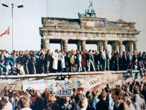 Fall of the Berlin Wall wikimedia commons, public domain