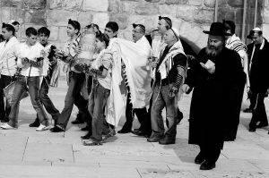 Bar Mitzvah at Western Wall in Jerusalem uploaded by Alwynloh wikimedia