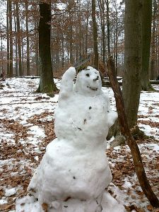 Snowman pitcher schneemann wikimedia public domain