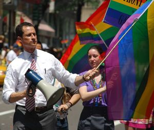 Anthony Weiner with his flag up. image by Thomas Good, wikimedia